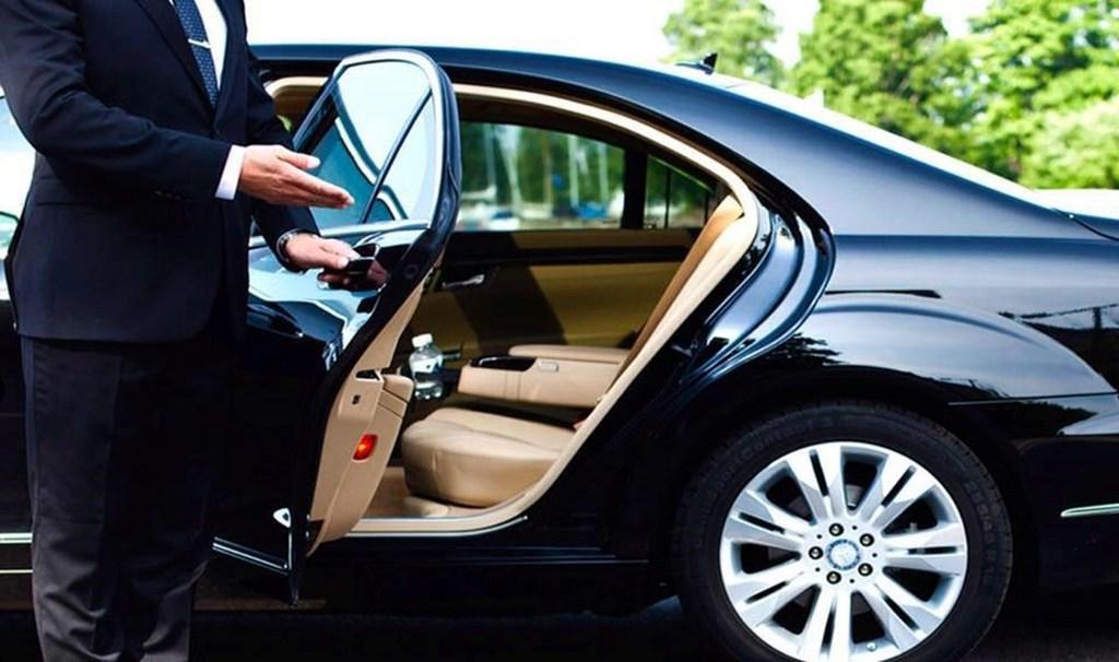 Limousine porte ouverte